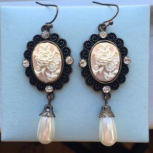 Vintage style cameo rhinestone earrings